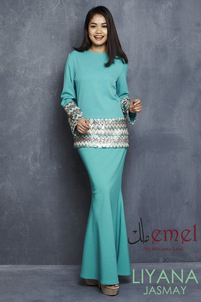 EMEL X LIYANA JASMAY - JAMEELA - MODERN KURUNG WITH SEQUINS (TURQUOISE) Shimmer up your Raya this year with our modern baju kurung with textured sequin on the sleeves and on the bodice. Featuring semi-bell sleeve for that extra glam.
