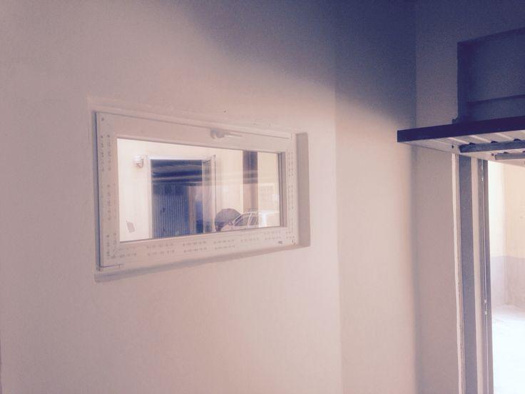 Finestra vasistas in PVC bianco