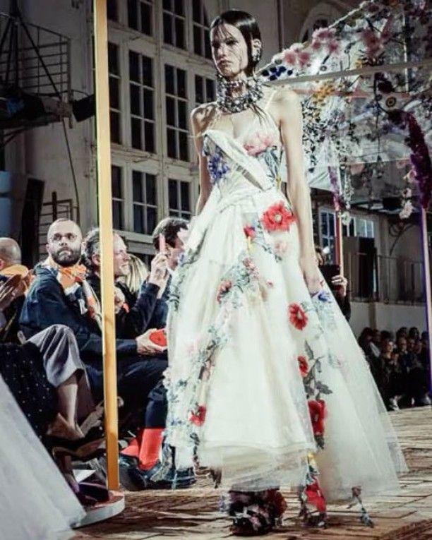 The power of flowers at @alexandermcqueen SS18. See more in stories!/ Вышитые цветы платья и юбки из органзы кожаные жакеты и массивные украшения в новой коллекции Alexander Mcqueen. Смотрите больше в сторис и ищите все образы на Vogue.ru via VOGUE RUSSIA MAGAZINE OFFICIAL INSTAGRAM - Fashion Campaigns  Haute Couture  Advertising  Editorial Photography  Magazine Cover Designs  Supermodels  Runway Models