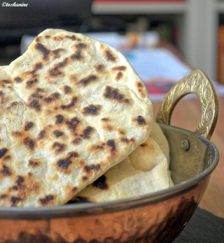 Das perfekte Schnelles Naan-Brot-Rezept mit Bild und einfacher Schritt-für-Schritt-Anleitung: Alle Zutaten in eine Schüssel geben und mit einem Löffel…