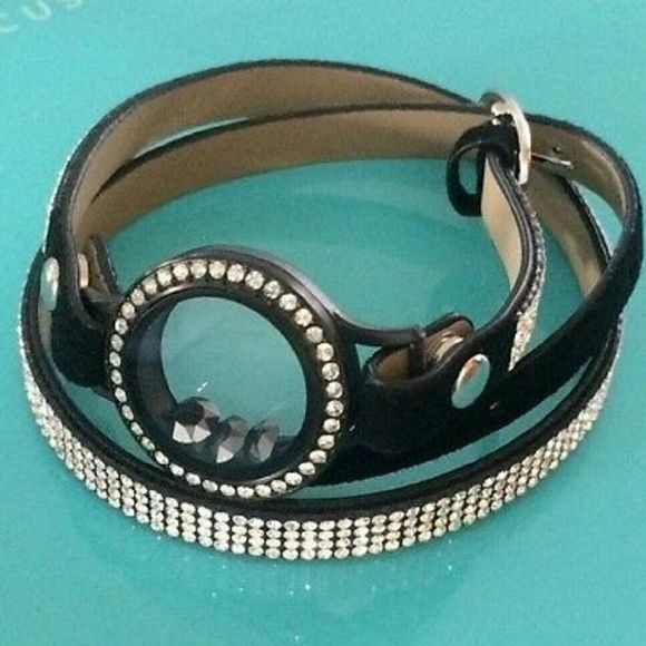 SOLD!!Black Origami Owl bracelet with crystals **bracelet only** this doesn't include the face, the first picture is just for an example :) perfect condition, never worn and is still bag! Origami Owl Accessories