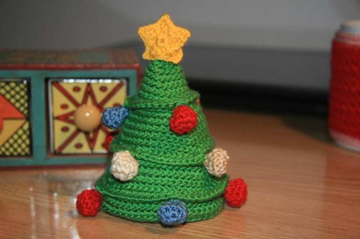 Empezamos a celebrar las fiestas: Árbol de Navidad http://abejitas.org/es/articulo/arbol-de-navidad … #amigurumi #navidad #xmas