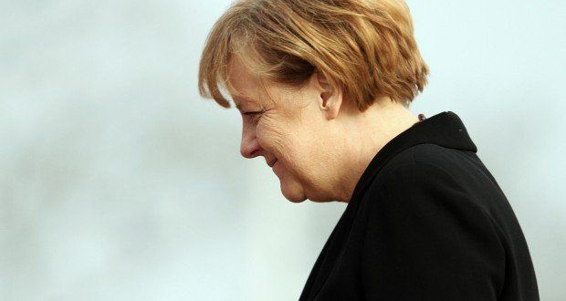 """Deutschland ist wieder im Krieg. Abgesehen von den anderen """"Friedenseinsätzen"""" wo Deutschland dabei sein muss. Wenn Deutschland den Amerikanern nicht überall hin hündisch unterwürfig folgen würde, wäre weniger Krieg. Und es käme der Krieg auch nicht zu uns."""