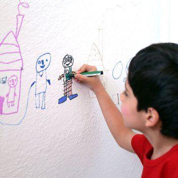 Te decimos cómo interpretar los dibujos que hace tu hijo. El dibujo es una expresión de sentimientos que puede revelar como se siente el niño con respecto a su familia, a su escuela, amigos, etc.