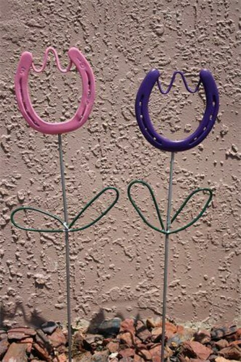 Horse shoe tulips..... HOW CUTE!!! (Gotta start making these for my yard... How cute...)