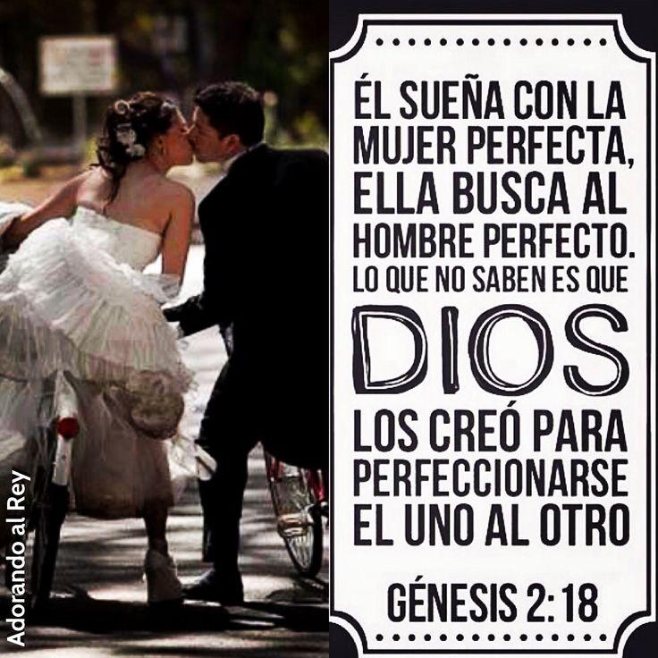Génesis 1:27 Y creó Dios al hombre a su imagen, a imagen de Dios lo creó; varón y hembra los creó. Génesis 2:18 Y dijo Jehová Dios: No es bueno que el hombre esté solo; le haré ayuda idónea para él.♔