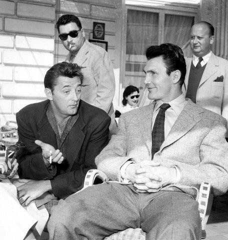 Robert Mitchum e Jack Palance sulla Croisette.