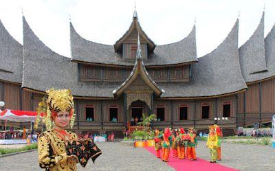 Istano Basa palace - Kingdom of Pagaruyung at Tanah Datar ...