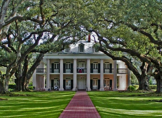 Oak Alley Plantation in Vacherie, Louisiana, built between 1837 - 1839.....this is the southern mansion I dream of living in one day....except in Charleston, SC....so beautiful!!!