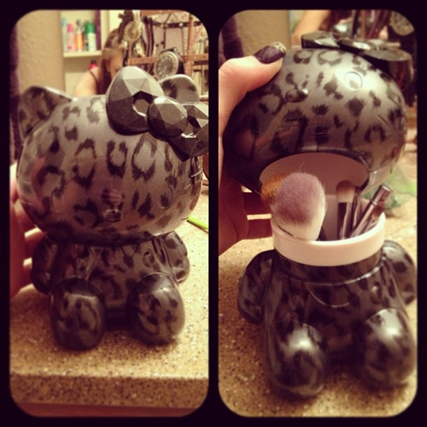 HK Make Up Brush Holder!!! NEED THIS IN MY LIFE!! <3