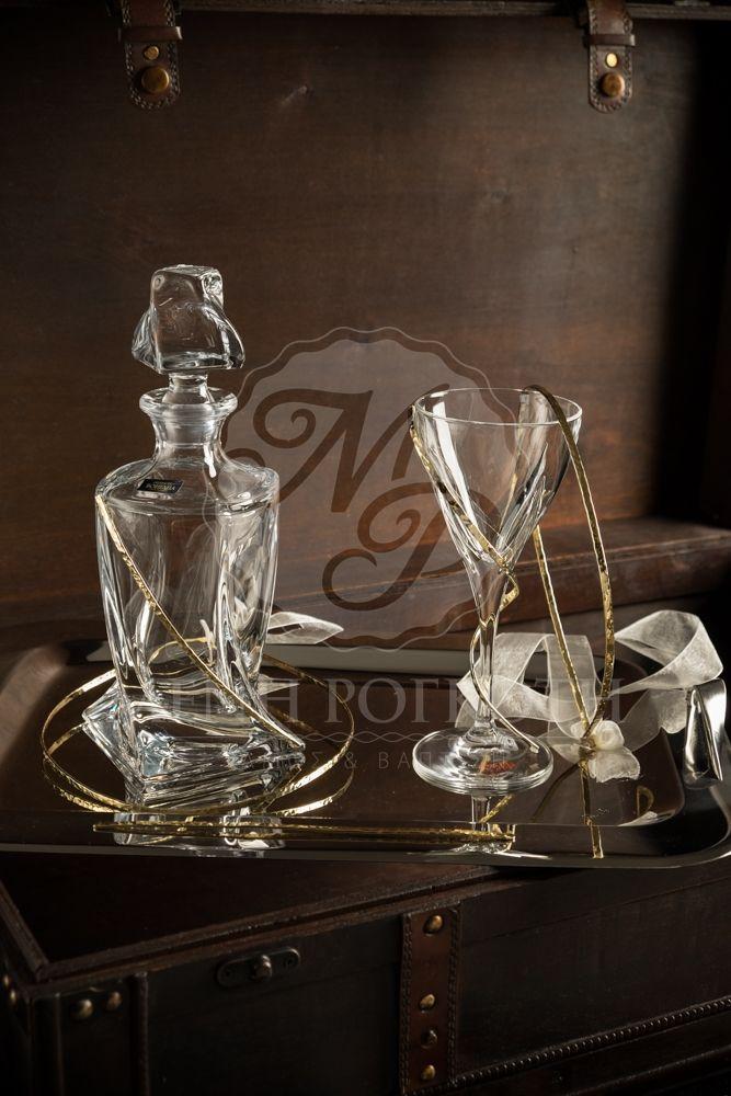Σετ σφυρήλατα στέφανα σε χρυσό με ασορτί ποτήρι, καράφα, δίσκο και δύο ποτήρια σαμπάνιας