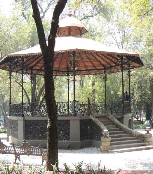 Kiosko del Pueblo - construido durante el period de Porfirio Diaz para presentaciones de grupos musicales y orquestas.