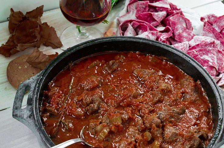 Pappardelle di barbabietola con ragu' di cinghiale al marsala - ricetta rivisitata.