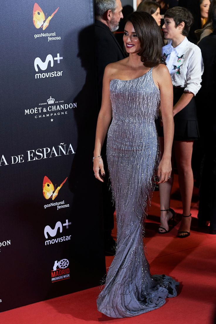 Penelope Cruz stole the scene in a silver #AtelierVersace gown covered with crystal fringes at the premiere of 'La reina de Espana' in Madrid. #VersaceCelebrities