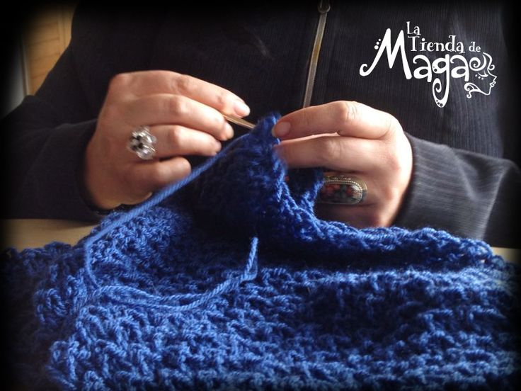 Cada uno de los cuellos Maga son hechos a mano al igual que todos los accesorios de la Tienda. ¿Qué tal este?