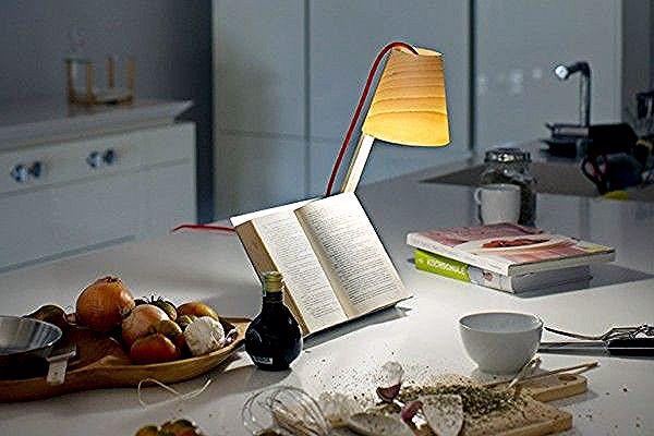 Asterico Est Une Lampe De Bureau Developpee Par Le Studio De Design Espagnol Cuatro Cuatros Base A Valence Cette Lumiere Pratique Et Design Floor Chair Lamp