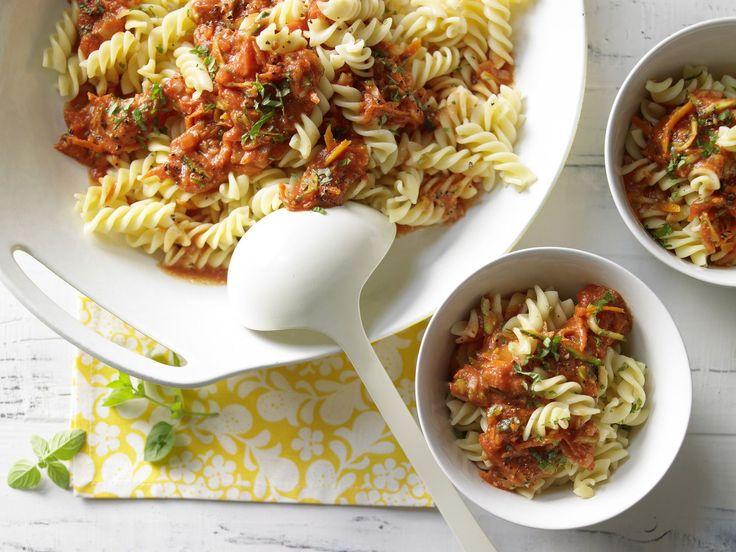 Die vegetarisch/vegane Bolognese-Variante : Nudeln mit Nuss-Tomaten-Sauce