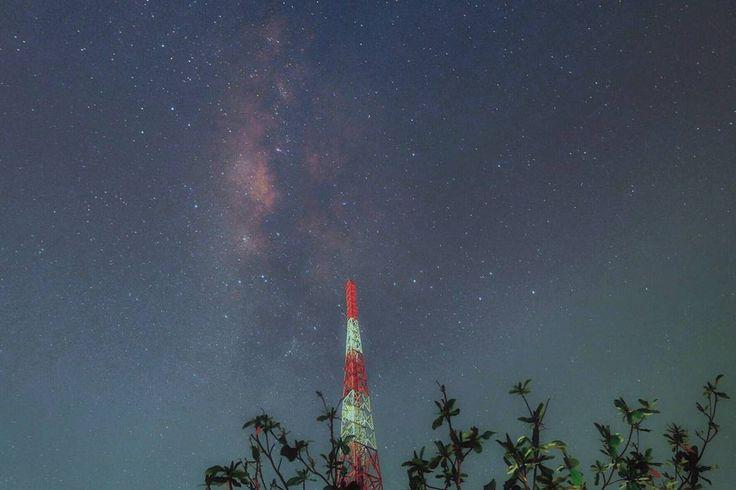 On instagram by puji_suprianto #astrophotography #contratahotel (o) http://ift.tt/1XDBfpM dari halaman belakang... #adventure #astro  #instadaily #instagood #landscape #live #longexposure #midnight #milkyway #nature #neverstopexploring #night #nightphotography #outdoor #outsideisfree #star #stars #sky #skyporn #universe #indonesia