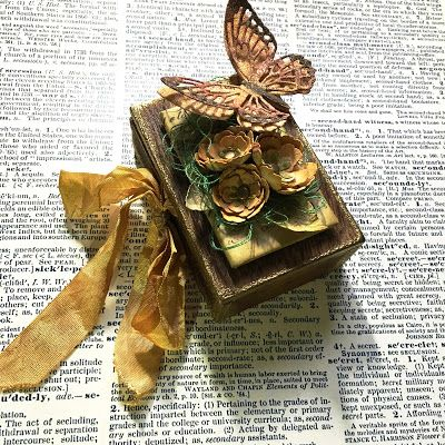 SewPaperPaint: Tim Holtz Butterfly Accordion Vignette for Creativation 2017