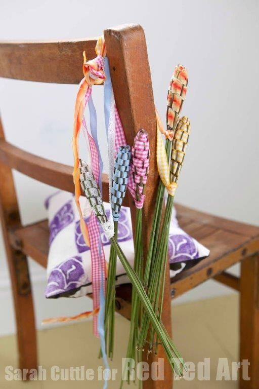 Lavender Wands - gorgeous Summer craft - pop them in a drawer, hang them in a cupboard or play fairies with them!
