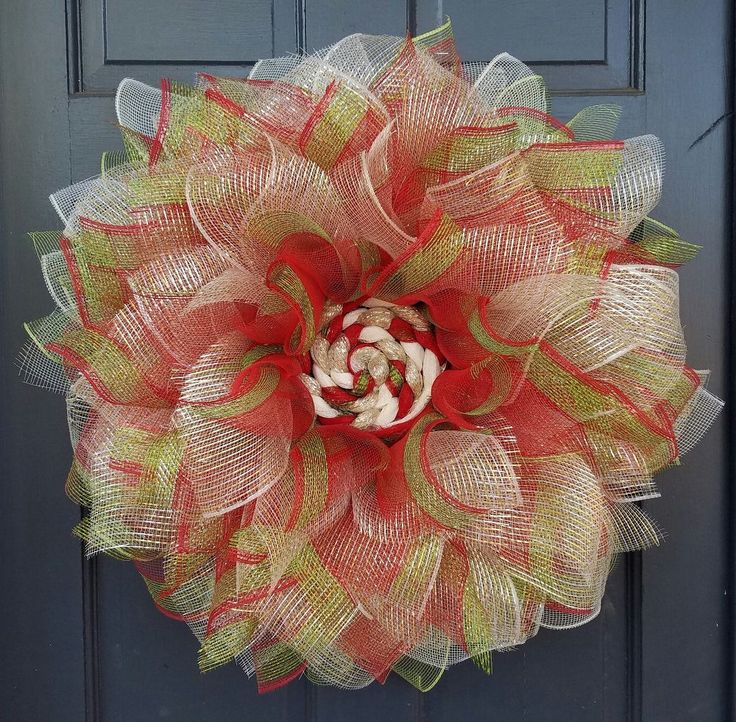 Deco Mesh Christmas Flower Wreath Tutorial. The is beautiful as a Christmas wreath, but I can also picture it in yellow/orange/brown as a sunflower for summertime! Or even pastels in the spring.