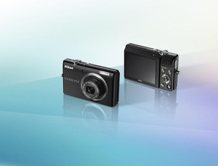 Nikon COOLPIX S570 - Bardzo łatwa w obsłudze funkcja automatycznego wybierania programu tematycznego dostosowuje wszystkie ustawienia aparatu do fotografowanej sceny.