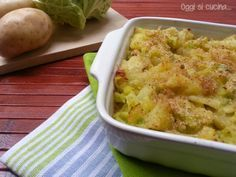 Lo sformato di verza e patate è un secondo piatto vegetariano, ricco e gusto. Una preparazione sfiziosa che piacerà anche a chi non ama le verdure.