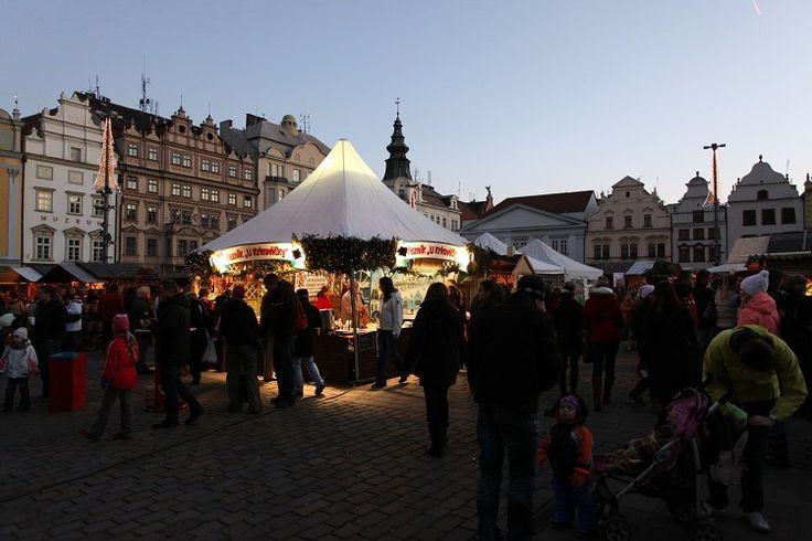 Popularita a úroveň trhů na náměstí Republiky stoupá. Vyvrcholila loni o Vánocích, na vánoční trhy podle odhadů pořadatelů dorazilo kolem 300 tisíc lidí. Na další rok chystají pořadatelé pět trhů, nově by měl být jejich součástí také speciální tématický kolotoč, tak, jako je k vidění například na trzích v jiných městech Evropy.
