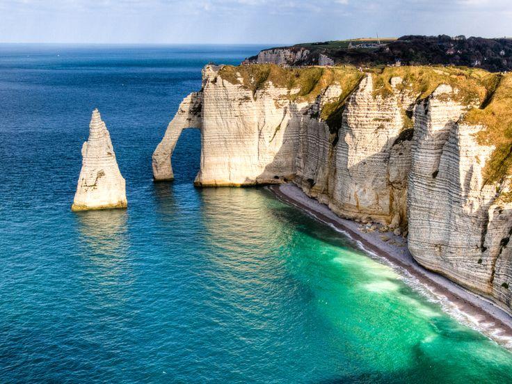 3 360 km à travers les Pays-Bas, la Belgique et la France ! À l'occasion du Tour de France 2015, découvrez en images les merveilles naturelles et sites historiques des régions traversées à chaque étape de la course.