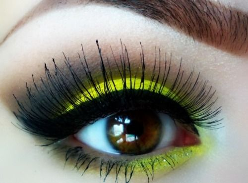 eye. (makeup)Dramatic Makeup, Eye Makeup, Eye Colors, Eye Shadows, Yellow Eyeshadows, Makeup Eye, Eyemakeup, Bumble Bees, Neon Yellow
