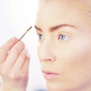 Backstage beauty - fashion video with Linda Sundblad.