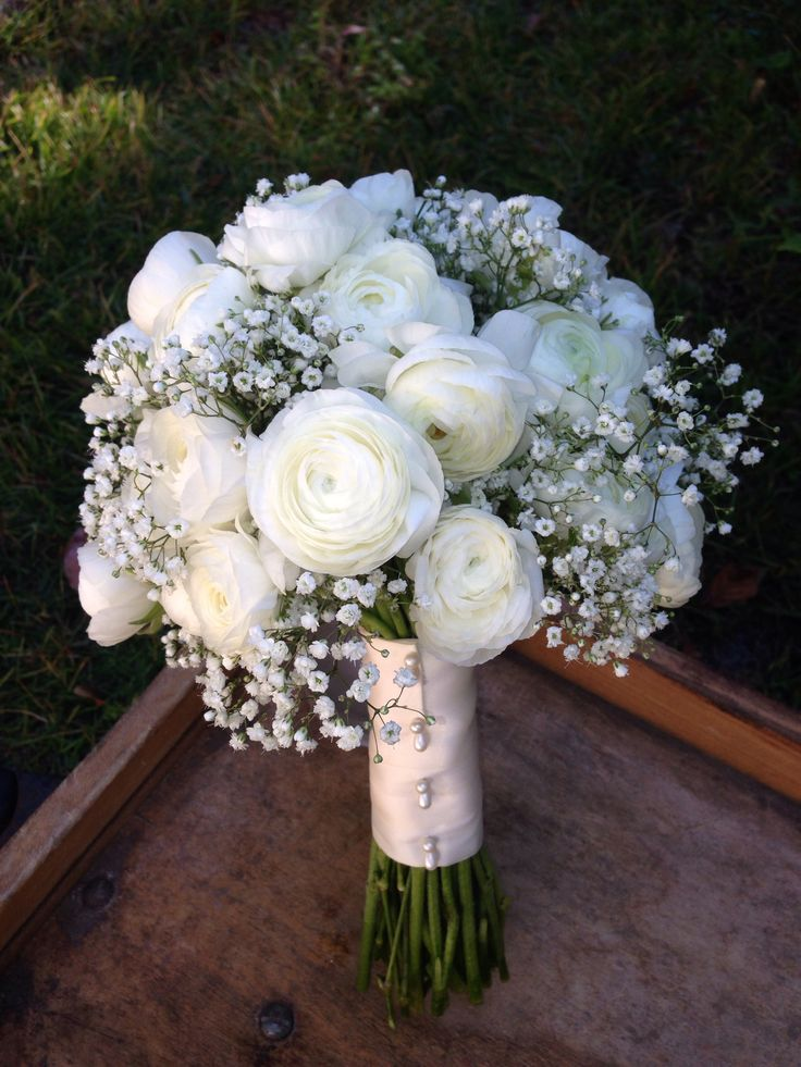 white ranunculus and babys breath bridal bouquet