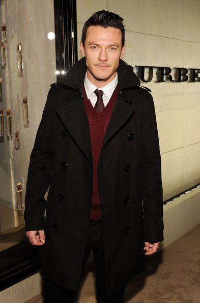 Luke Evans Photos - Actor Luke Evans arrives at the Burberry Body Event hosted by Christopher Bailey and Rosie Huntington-Whiteley held at Burberry Beverly Hills on October 26, 2011 in Los Angeles, California. - Burberry Body Event Hosted By Christopher Bailey And Rosie Huntington-Whiteley In Beverly Hills - Red Carpet
