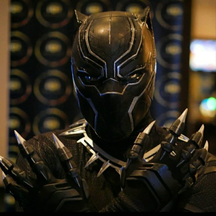 WARRIOR KING. #blackpanther #onealdavidj #blackpanthermovie #cosplay #tchalla #blackpanthercosplay #marvel #mcu #marvelcosplay #cosplayersofinstagram #vibranium #king #kingtchalla #warriorking #doramilaje #warriorsofwakanda #avengers #infinitywar #avengersinfinitywar #civilwar #erikkillmonger #afrofuturism #28daysofblackcosplay #pandemonium #preservethepresentphotography #longlivetheking #fortheculture #wakandaforever  @raptorprops @the_digital_armory @futurescape3d @replica_industries…