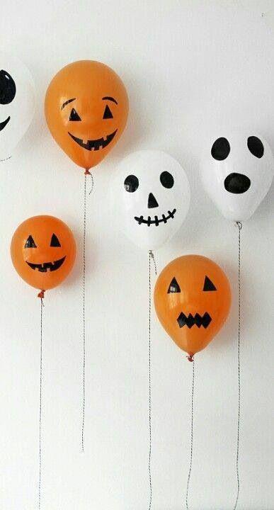 un marqueur noir et quelques ballons pour réaliser une belle décoration d'Halloween