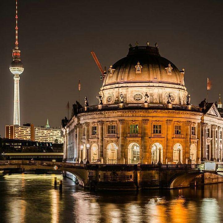 Leuchtender Gastspargel von @jeanninejirakphotography  #berlin #berlincity #fernsehturm #tvtower #tvspargel by tvspargel