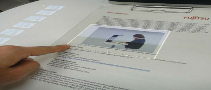 un sistema de detección de gestos con las manos para interactuar en forma digital con hojas de papel convencional, ofreciendo una futurista interfaz de usuario que se coloca por sobre la hoja