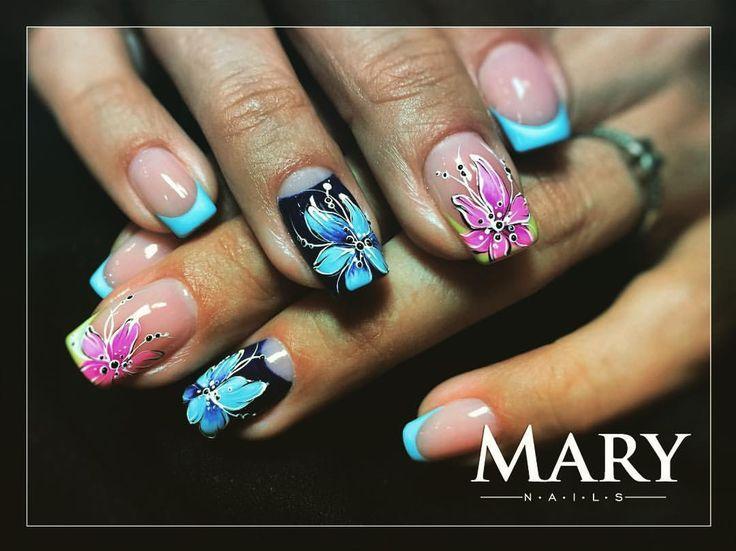 """4 kedvelés, 1 hozzászólás – Zelenyák Marianna (@maryzelenyak) Instagram-hozzászólása: """"#nailart #nails #karibi #viragok #flowers #crystalnails #colors 😍🌺👙🔆🌞🌸🏝💅🏼"""""""