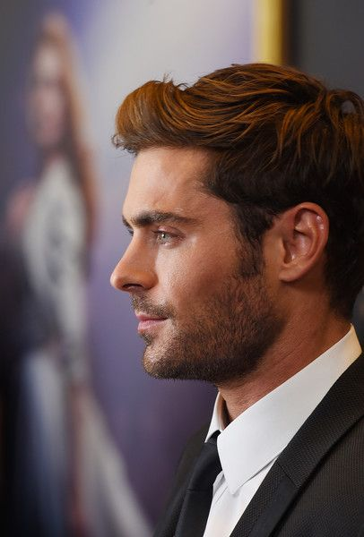 "Zac Efron Photos - Actor Zac Efron attends the ""The Greatest Showman"" World Premiere aboard the Queen Mary 2 at the Brooklyn Cruise Terminal on December 8, 2017 in the Brooklyn borough of New York City. - ""The Greatest Showman"" World Premiere"