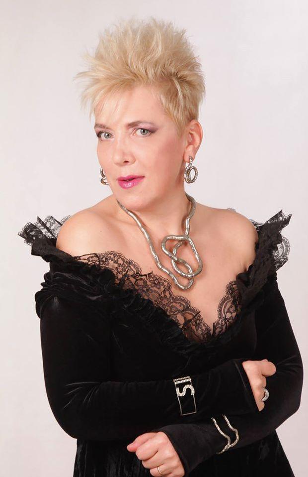 Silvia Dumitrescu a făcut o schimbare radicală de macaz - http://romaniamondena.ro/silvia-dumitrescu-a-facut-o-schimbare-radicala-de-macaz/