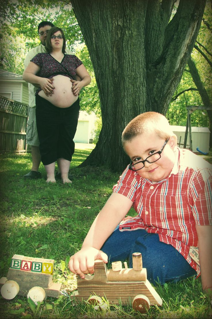 heavens.. The most awkward family photo I've ever seen.: Giggle, Pregnancy Photos, Awkward Pregnancy, Awkward Photo, Funny Stuff, Awkward Family Photos, Funnies