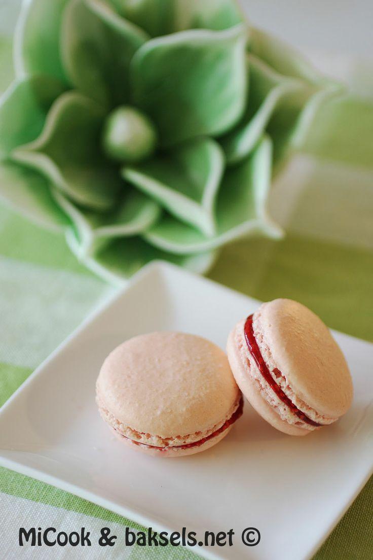 baksels.net   Dé perfecte macaron met frambozenvulling. http://www.baksels.net/post/2013/11/15/macaron.aspx