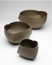 EUGENE HŐN : CERAMIC ARTIST: Ann Van Hoey's bowls are imbued with the quintessential of life itself.