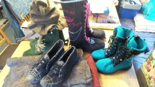 Handmade ooak Felt boots, hat  and shoes by Made in Nummila