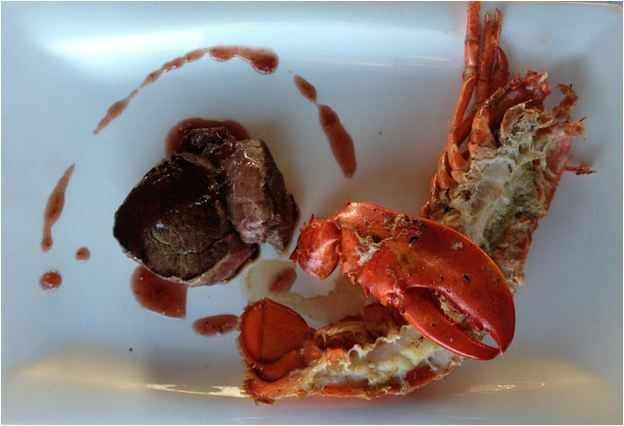 Medio Bogavante a la parrilla con pequeño Tournedó de solomillo   de ternera a la salsa de múrgulas del menú Surf & turf del BOO