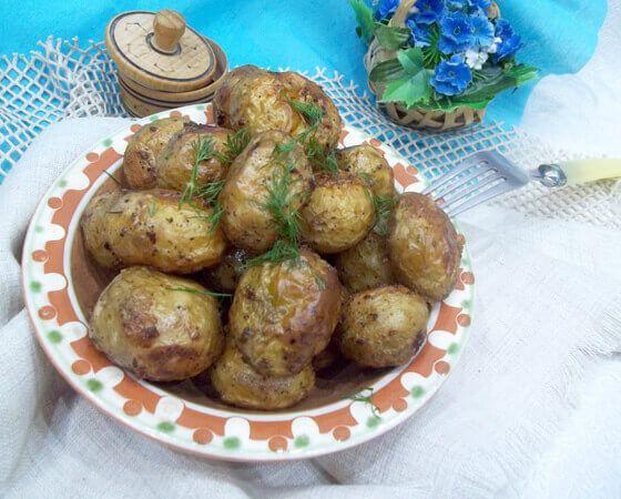 Нежный молодой картофель запеченный в духовке — это очень вкусно