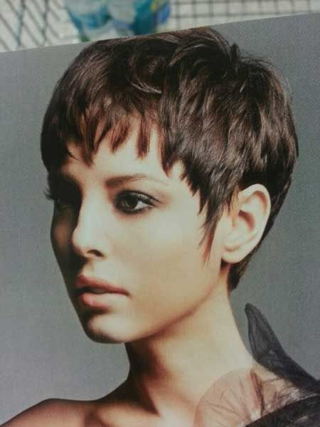 Coupe courte pour femme : Layers and Charming Bangs and Cute Messy Arrangement My blog solomonhaircuts.pw