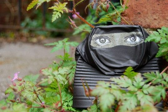 UK-based street artist 'My Dog Sighs' transforms used tin cans into small sculptures for people to take home.: Street Artists, Painting Face, Funny Face, Urban Art, Art Piece, Dogs Sigh, Tins Cans, Man Art, Streetart