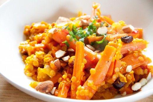 Das Möhrencurry meiner Freundin Stephie ist der HIT. Die Mischung aus Linsen, Curry, weichgekochten Möhren, Mandeln und Rosinen, die hinterher gar nicht mehr wie Rosinen schmecken, ist der Burner. Tausendmal auf den Tisch gestellt, tausendmal razzfazz verputzt. Das vegetarische Rezept ist auf Deutsch und ihr findet im Blog dazu ein Rezept PDF. http://www.meinesvenja.de/2014/05/22/moehrencurry/