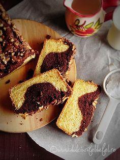 Mod de preparare Chec pufos cu nuca si cacao: Separam albusurile de galbenusuri. Albusurile le batem spuma tare cu un praf de sare. Cand spuma s-a intarit bine